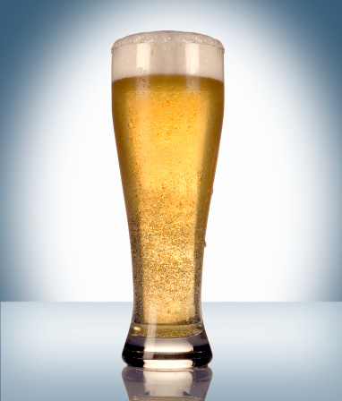 Gray Background「Pilsner Glass of Beer」:スマホ壁紙(4)