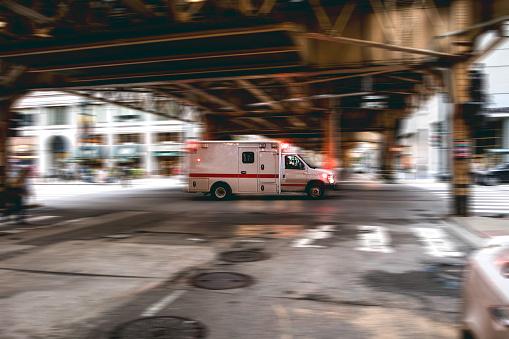 Paramedic「Emergency in downtown Chicago」:スマホ壁紙(19)