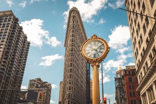ミッドタウンマンハッタン「5番街時計」:スマホ壁紙(15)