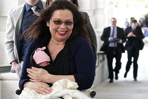 政治と行政「Sen. Tammy Duckworth Brings New Baby To Work After New Senate Law Passes」:写真・画像(15)[壁紙.com]