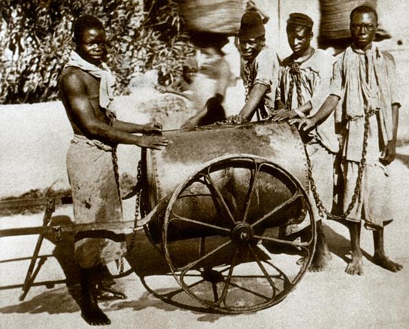 鎖「chained slaves in Zanzibar, Tanzania c. 1860-1870」:写真・画像(9)[壁紙.com]