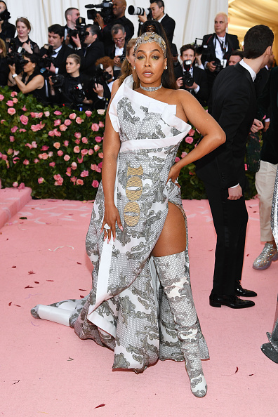Silver Colored「The 2019 Met Gala Celebrating Camp: Notes on Fashion - Arrivals」:写真・画像(4)[壁紙.com]
