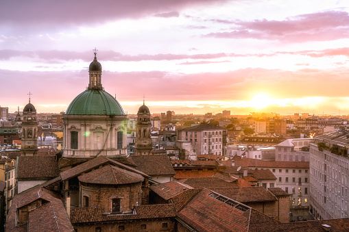 Architectural Dome「Milan skyline with church cupolas, Italy」:スマホ壁紙(15)