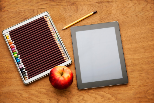 Coffee Break「Blank screen tablet color pencil and apple on the desk」:スマホ壁紙(2)