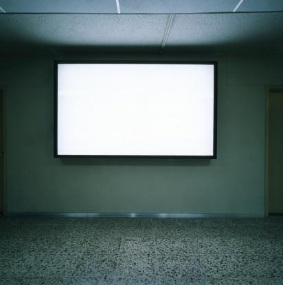 Projection Screen「Blank screen on wall in empty room」:スマホ壁紙(13)