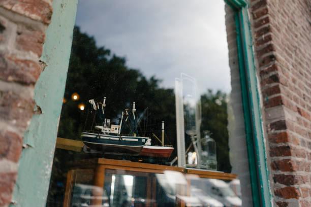 Belgium, Tongeren, model ship in shop window of an antique shop:スマホ壁紙(壁紙.com)