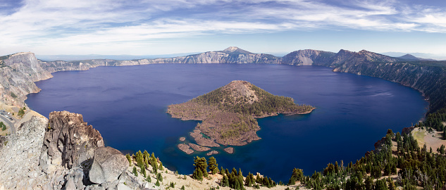 Crater Lake National Park「Wizard Island, the larger of the two islands on Oregon?s Crater Lake, the deepest lake in the USA at 1,943 feet.」:スマホ壁紙(9)