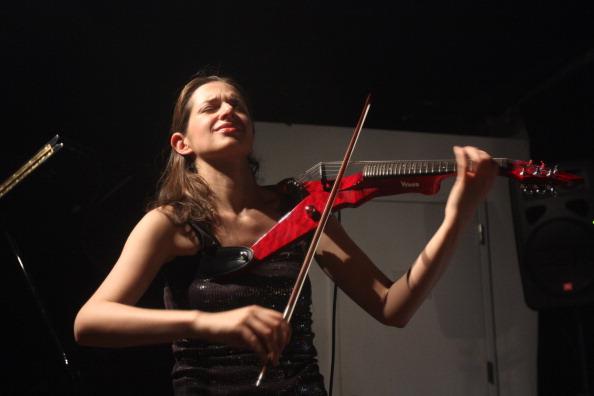 Violin「Ana Milosavljevic」:写真・画像(7)[壁紙.com]