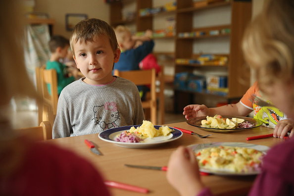 Meal「In Letschin, Asylum-Seekers Adapt To A New Life In Germany」:写真・画像(7)[壁紙.com]