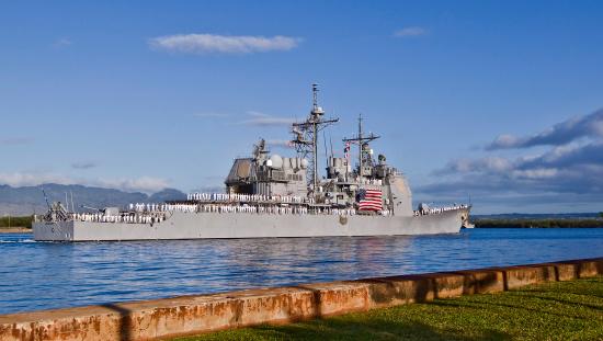 Aboard「Sailors aboard the guided-missile cruiser USS Port Royal man the rails.」:スマホ壁紙(15)