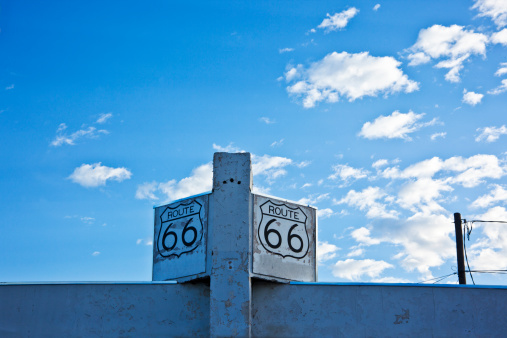 ネオン「Old route 66 sign on abandoned building」:スマホ壁紙(4)
