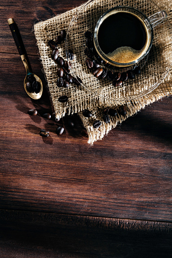 Coffee Break「Cup of Espresso coffee with roasted raw coffee beans. Natural lighting in a rustic kitchen」:スマホ壁紙(15)
