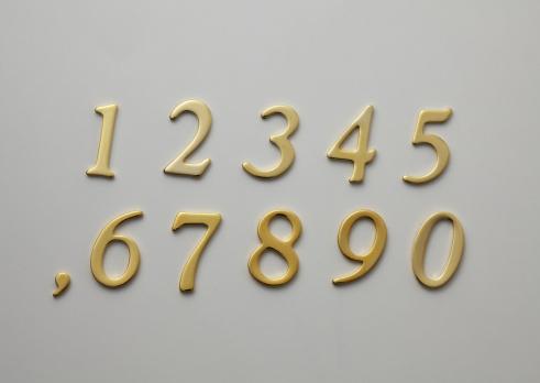 数字の8「Row number shaped plates」:スマホ壁紙(17)