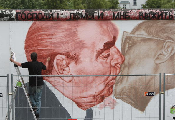Leonid Brezhnev「Germany To Mark 20 Years Since Fall Of Berlin Wall」:写真・画像(10)[壁紙.com]
