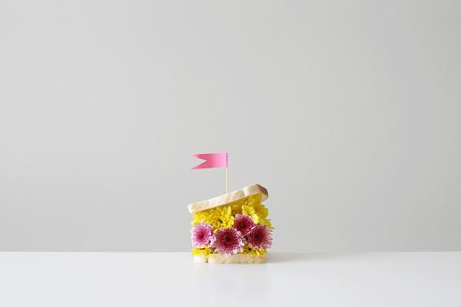Surreal「flower filled sandwich with  flag」:スマホ壁紙(18)