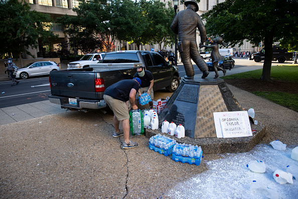 Water「Protests Continue In Louisville Over Deaths In Recent Police Shootings」:写真・画像(18)[壁紙.com]