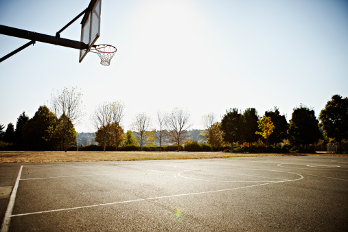 Bare Tree「Empty outdoor blacktop basketball court」:スマホ壁紙(7)