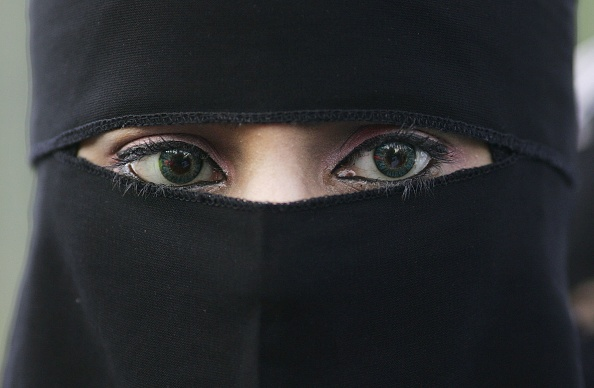 Religious Dress「Muslims Demonstrate Against Ministers Comments On Veiling」:写真・画像(1)[壁紙.com]