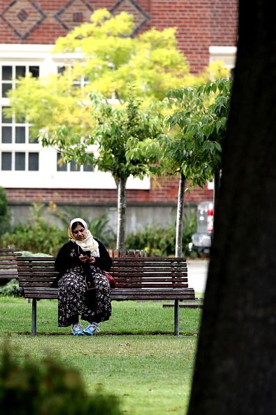 座る「New Zealand Grieves As Victims Of Christchurch Mosque Terror Attacks Are Identified」:写真・画像(14)[壁紙.com]