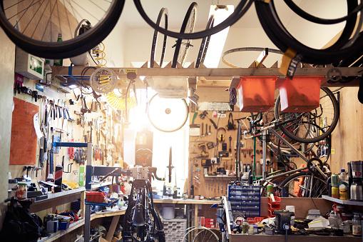 Restoring「It's like a hospital for bikes」:スマホ壁紙(3)