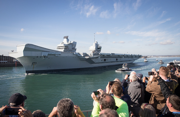 Warship「HMS Queen Elizabeth Departs Portsmouth Dockyard For Sea Trials」:写真・画像(15)[壁紙.com]