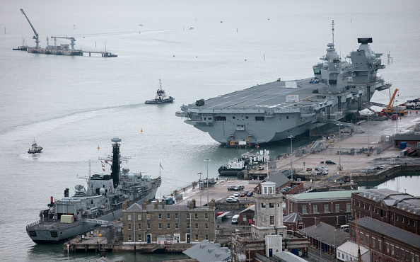 Warship「Royal Navy Ships Docked At Portsmouth Dockyard」:写真・画像(4)[壁紙.com]