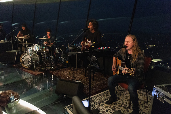 Lithium「Alice In Chains Performs For SiriusXM's Lithium Channel At The Space Needle In Seattle」:写真・画像(14)[壁紙.com]
