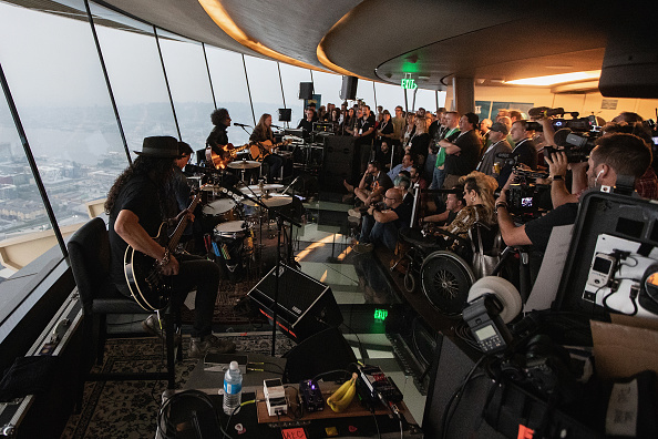 Lithium「Alice In Chains Performs For SiriusXM's Lithium Channel At The Space Needle In Seattle」:写真・画像(19)[壁紙.com]