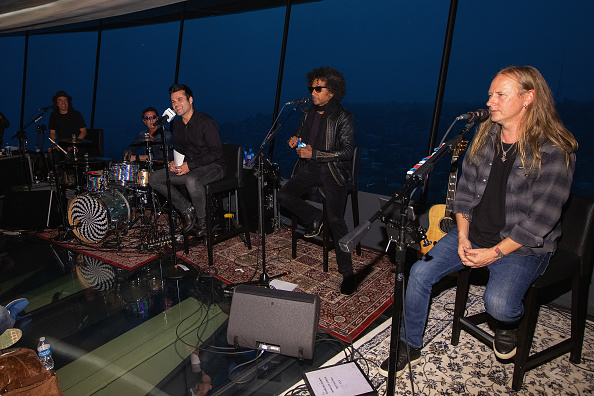 Lithium「Alice In Chains Performs For SiriusXM's Lithium Channel At The Space Needle In Seattle」:写真・画像(17)[壁紙.com]