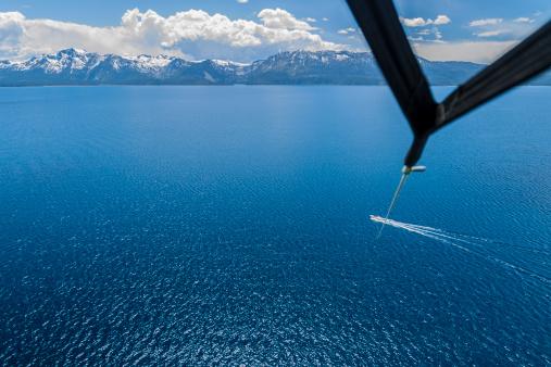 Parasailing「Parasailer's view of lake and mountains,Lake Tahoe」:スマホ壁紙(12)