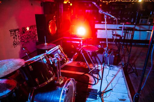 Rock Music「Drum kit on stage」:スマホ壁紙(19)
