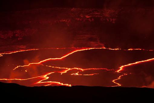 Lava「Lava eruption on crater floor, Hawaii Volcanoes National Park」:スマホ壁紙(14)
