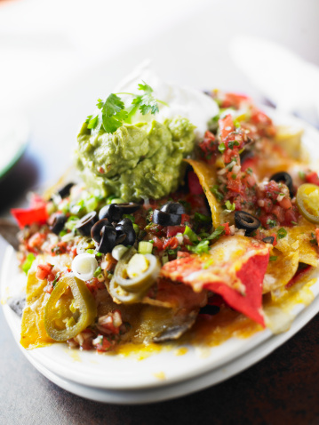 Sour Cream「Nachos with guacamole, salsa, olives, sour cream and jalapenos」:スマホ壁紙(11)