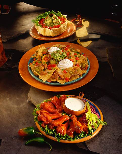 Nachos with buffalo chicken wings and tostadas:スマホ壁紙(壁紙.com)