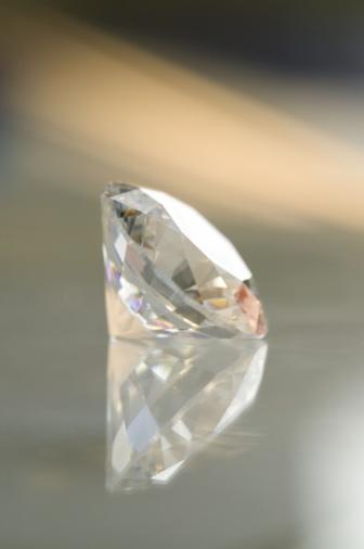 結晶「A crystal and its reflection」:スマホ壁紙(1)
