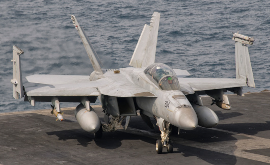 Aboard「Persian Gulf, October 30, 2011 - An F/A-18F Super Hornet is ready for a mission over Iraq.」:スマホ壁紙(19)