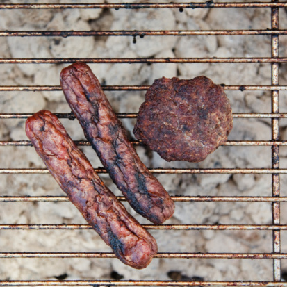Hot Dog「Burnt wieners and a burger on a barbeque」:スマホ壁紙(11)