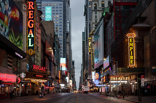 City Street「Evening view of 42nd Street looking East towards Times Square」:スマホ壁紙(3)