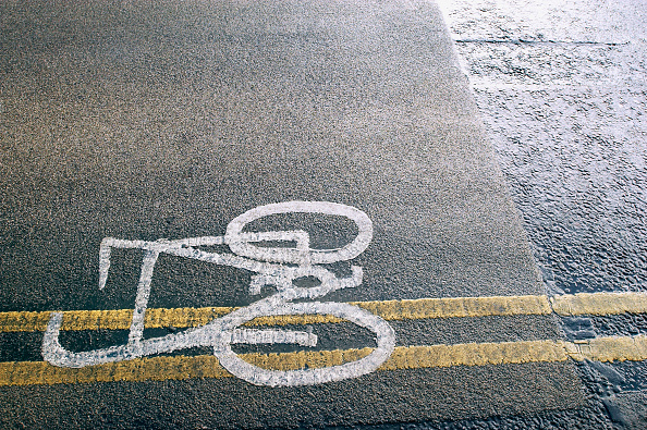 Dividing Line - Road Marking「Cycle lane in urban environment.」:写真・画像(18)[壁紙.com]