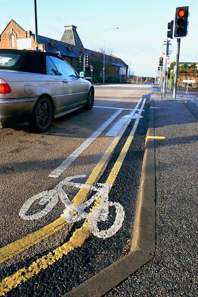 Dividing Line - Road Marking「Cycle lane in urban environment.」:写真・画像(6)[壁紙.com]
