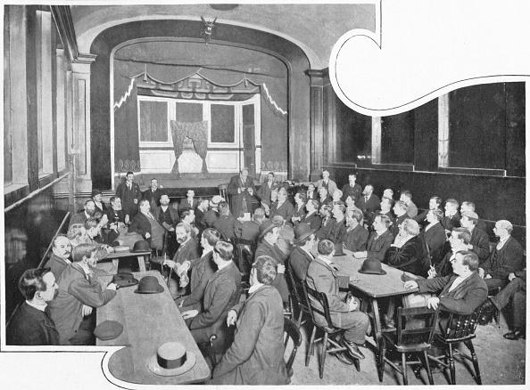 Men「A discussion at the Eleusis Club, London, c1903 (1903)」:写真・画像(0)[壁紙.com]