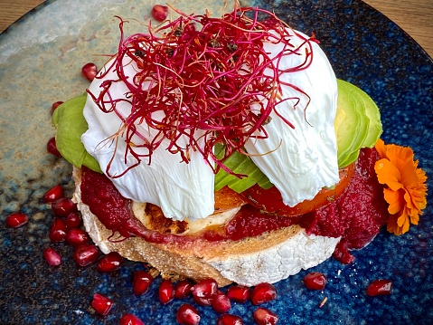 Poached Food「Poached eggs and layered gourmet breakfast」:スマホ壁紙(3)