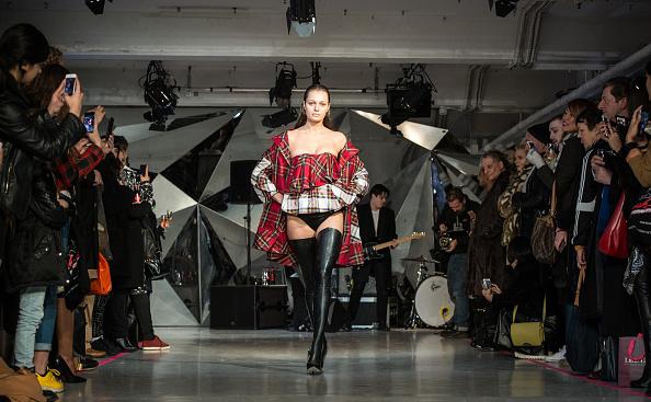 ロンドンファッションウィーク「Backstage At The Punk-themed On/Off Fashion Show」:写真・画像(11)[壁紙.com]
