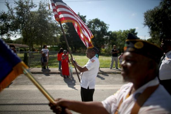 Grove「Florida Community Commemorates Veterans Day」:写真・画像(11)[壁紙.com]