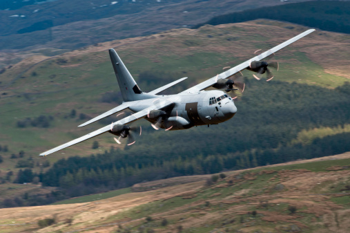 RAF「A C-130 Hercules of the Royal Air Force flying over North Wales, United Kingdom.」:スマホ壁紙(19)