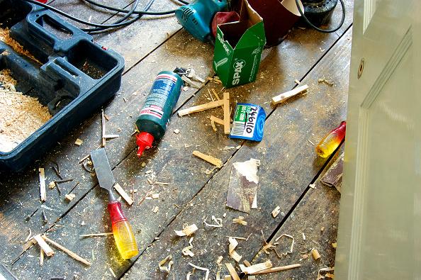 静物「Hand tools scattered on floorboards in a house」:写真・画像(7)[壁紙.com]