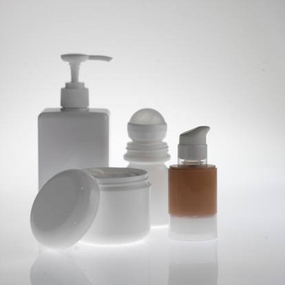 Deodorant「Bottle of make-up, deodorant, soap dispenser, moisturiser tub close up」:スマホ壁紙(16)