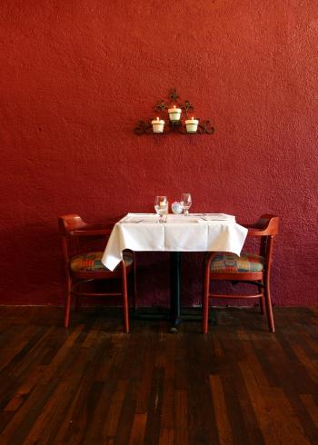 恋愛「テーブルと椅子」:スマホ壁紙(9)