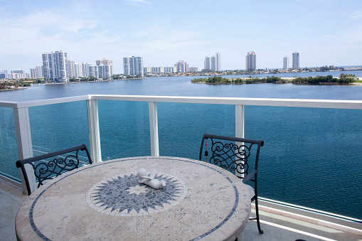 Balcony「Table and chairs on balcony overlooking city skyline, Miami, Florida, United States」:スマホ壁紙(12)