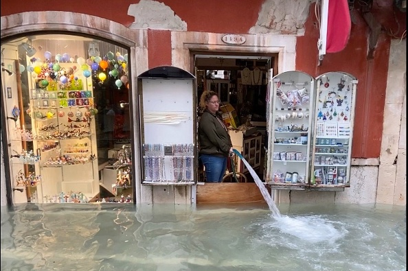 Venice - Italy「Venice Is Struck By High Water Floods」:写真・画像(12)[壁紙.com]